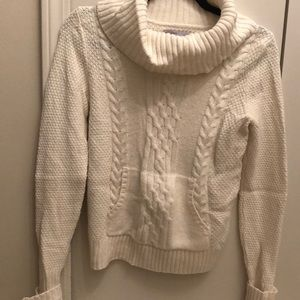 Cowl turtleneck sweater with front pouch